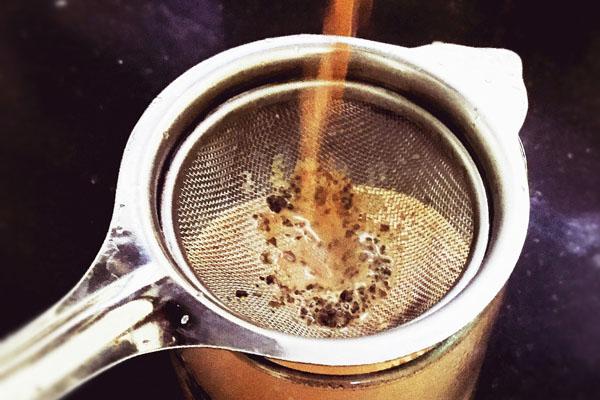 Priprema indijskog massala chai napitka